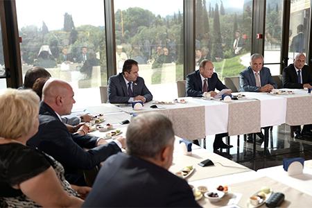 Встреча В.В.Путина с представителями национальных общественных объединений Крыма