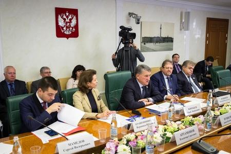Ю. Воробьев: В преддверии зимнего сезона гуманитарная помощь для жителей Донбасса становится особенно актуальной