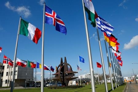 НАТО: от декларации о сотрудничестве к стратегии сдерживания