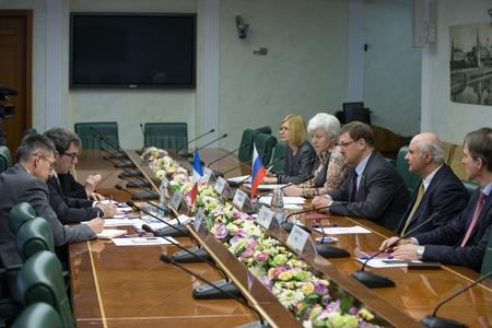 Франция рассчитывает на активизацию многостороннего диалога с Россией