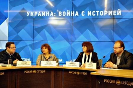 Зачем Украина стреляет предкам в спину?