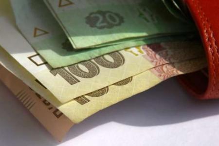 Реальные зарплаты в Украине сократились на 21,1%