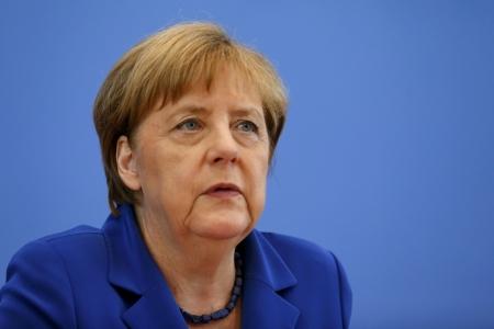 Меркель против всех