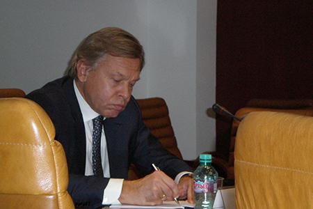Алексей Пушков: «Российские СМИ играют сегодня исключительно важную роль в обеспечении свободы информации»