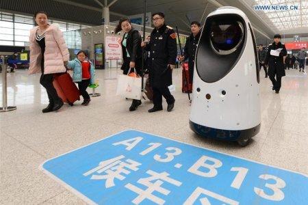 В Китае начал дежурить робот-полицейский