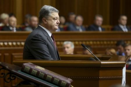 Порошенко доверяют менее 14% украинцев - опрос