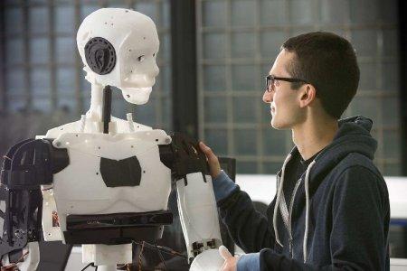 Тюменские ученые создали робота, передающего на расстояние тактильные ощущения
