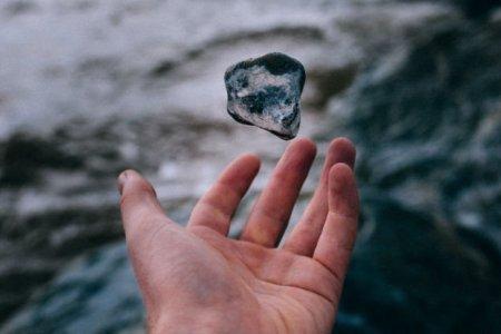 Ученые впервые получили «жидкий свет» при обычной температуре