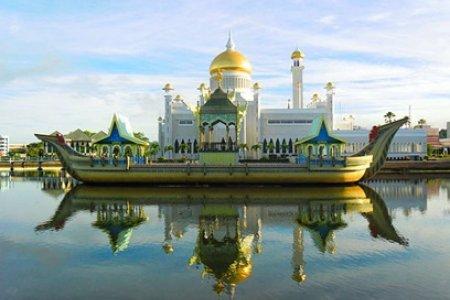 Султанат Бруней балансирует между Китаем и Индией