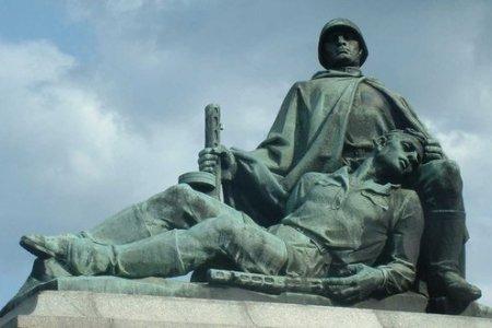 Война с памятниками: поле битвы - Польша