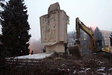 Вандализм по-европейски: почему Польша воюет с советскими памятниками