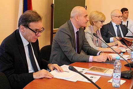 Россия и Франция: поступательный характер развития взаимоотношений