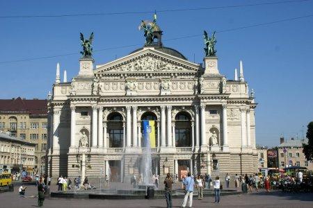 Спор  Варшавы  и  Киева о Бандере: антироссийская идиллия  длилась недолго