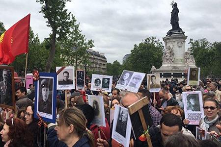 Французы, приглашенные В.В.Путиным на 9 мая, встали в строй Бессмертного полка