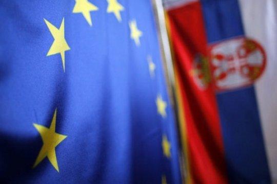 Евросоюз приближает к себе Сербию