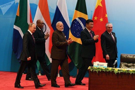 БРИКС: шаг за шагом к новому миропорядку?