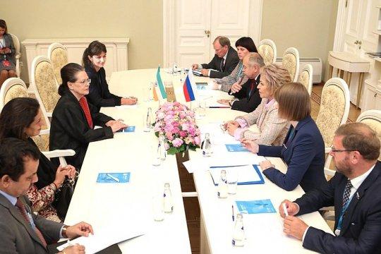 В. Матвиенко: Женское сотрудничество должно развиваться на всех международных площадках