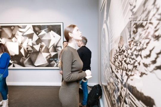 Выставка «EXTENSION. Israel: Свечения» в галерее «Триумф»  приурочена к празднику Ханука