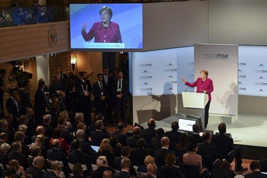 Меркель решила «хлопнуть дверью», а в ответ – овация! Бунт элит?