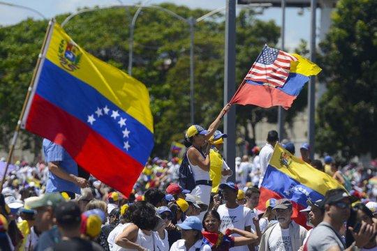 Венесуэла осудила силовой захват своего посольства в США