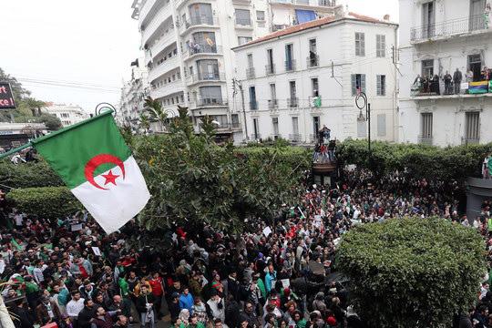 Алжир. Новый кризис. Армия