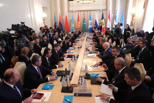 Сергей Лавров призвал СНГ теснее координировать действия по защите Устава ООН