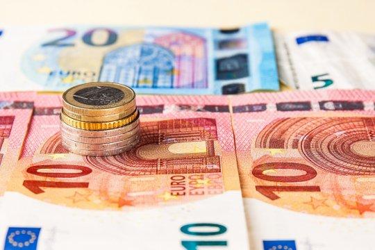 Евро - 20 лет: кто выиграл и кто проиграл?