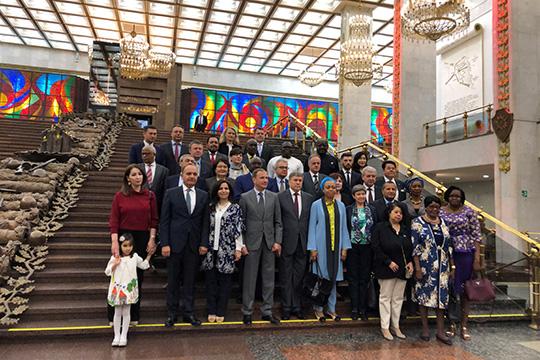 Главы аккредитованных в Москве дипломатических миссий посетили Музей Победы