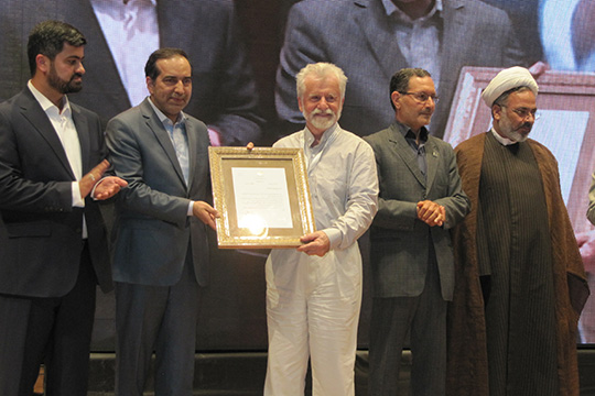 Российский художник впервые в истории Ирана стал обладателем премии Фирдоуси