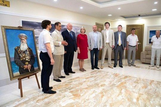 В Совете Федерации открылась выставка живописи «Верность», приуроченная ко Дню России