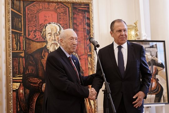 Сергей Лавров открыл выставку картин Таира Салахова