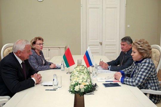 В. Матвиенко и М. Мясникович провели встречу с руководителями субъектов России и регионов Белоруссии