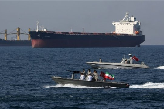 Иранские ВМС перехватили иностранный танкер в Персидском заливе