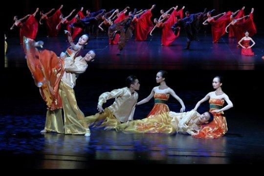 На 14-м Чеховском международном театральном фестивале спели «Гамлета» и станцевали «Эхо вечности»