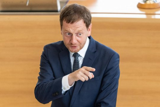 Глава правительства Саксонии выступил за отмену антироссийских санкций