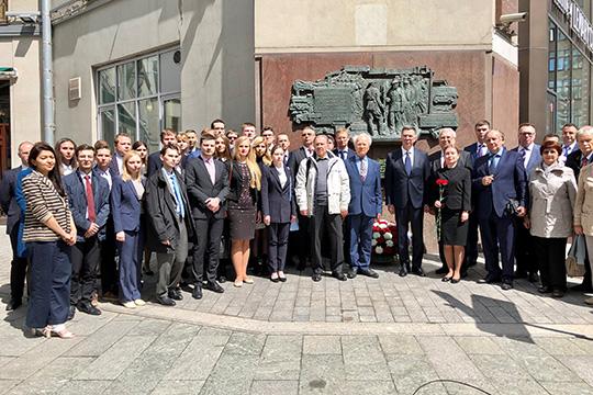 В память о жертвенном подвиге добровольцев-ополченцев Наркомата иностранных дел СССР