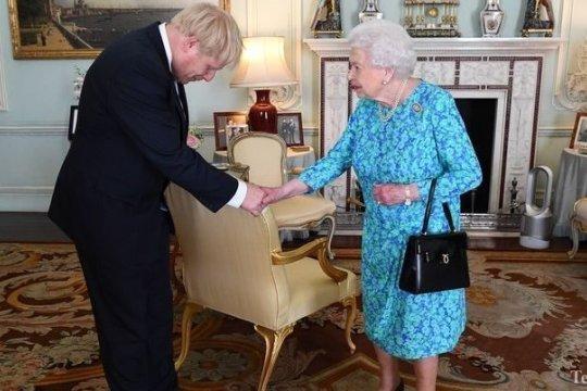 Королева Великобритании заявила: «Наши политики не могут управлять»