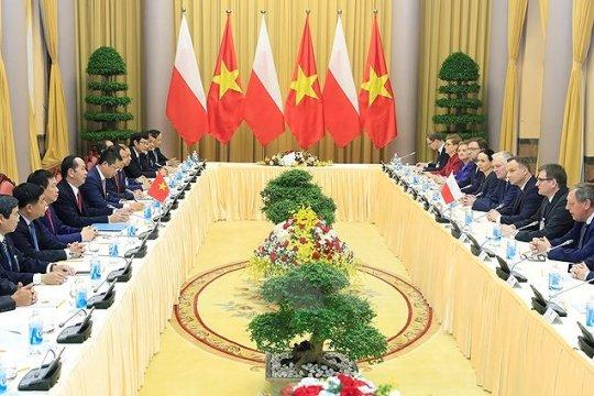 Вьетнам и Польша: экономика и политика