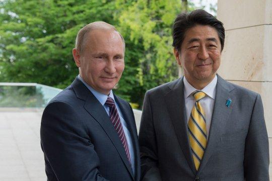 Абэ подтвердил намерение работать над мирным договором с Россией