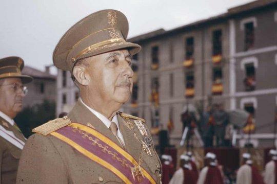 Верховный суд Испании одобрил эксгумацию останков Франко