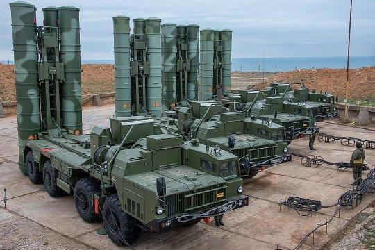 Российские ЗРК С-400 впервые примут участие в учениях за границей
