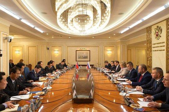 Председатель СФ Валентина Матвиенко провела встречу с Председателем Верховного Народного Собрания КНДР Пак Тхэ Соном