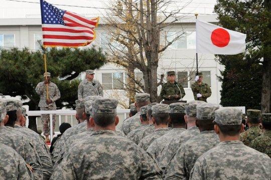 Трамп попросил Японию вчетверо увеличить свои платежи за размещенные там американские войска