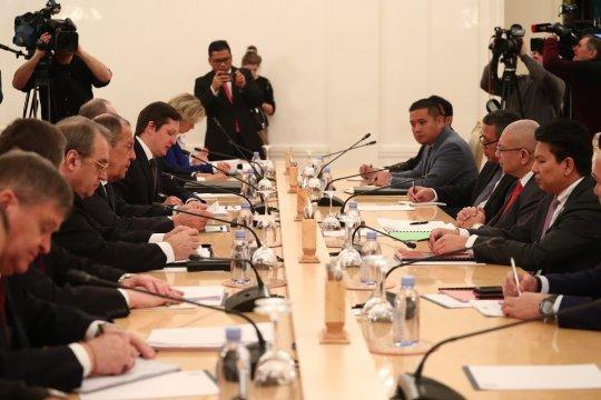 Малайзия пока не будет никого обвинять в крушении MH17