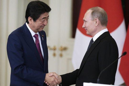 Абэ рассказал о планах решить проблему Курильских островов