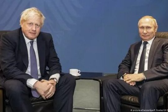 Джонсон заявил о неизменности позиции Великобритании по инциденту в Солсбери