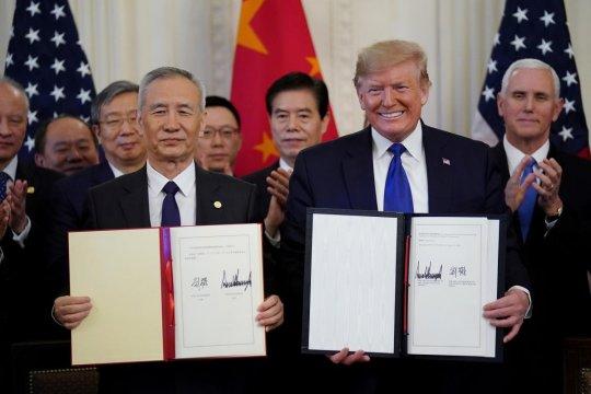 Новый этап переговоров: США и Китай подписали первую часть торгового соглашения