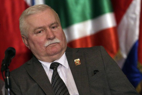 Валенса призвал власти Польши признать историческую правду об освобождении Освенцима