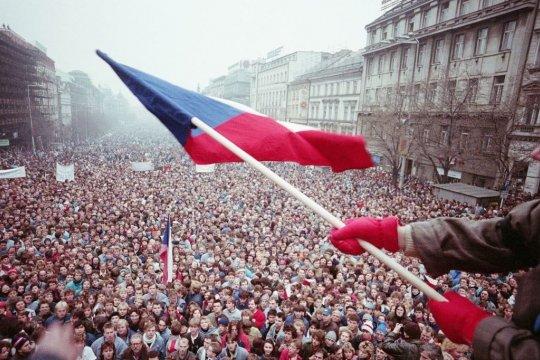 «Бархатная революция» в Чехословакии: 30 лет спустя