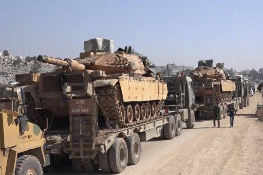 Турецкие военные усиливают группировку на границе с Сирией тяжелой техникой